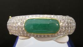 Jade bracelets (กำไลหยก) หยกพม่า เนื้อแก้ว สีเขียวสด น้ำหนัก 18.5 กะรัต เพชร Clarity (ความสะอาด) : VVS1 – VVS2 Color (สีเพชร) : G Color (น้ำ 97) Cut Grade (เหลี่ยมเพชร) : เบลเยี่ยม (เหลี่ยมเกสร) Heart […]