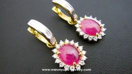 ต่างหูทับทิมพม่า (เนื้อแก้ว) Ruby : ทับทิม(เนื้อแก้ว)จากพม่า เนื้อสะอาดสวยใส สีชมพูสด Diamond (เพชร) Clarity (ความสะอาด) : VVS2 Color (สีเพชร) : G Color (น้ำ 97) Cut Grade (เหลี่ยมเพชร) : เบลเยี่ยม (เหลี่ยมเกสร) Heart & Arrow total […]