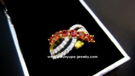 แหวนซองเจียประดับเพชร ซองเจียสีส้มจัด ไฟดีมากคะ พร้อมเพชรน้ำงาม ขาวใส ดีไซต์สวยคะ ด้วยน้ำหนักเพชรรวม 0.65 กะรัต น้ำ97 ตัวเรือนทอง 90 ซองเจียไฟดีสีเข้มสวยมากคะ(รับรอง) ขนาดแหวน 50 คะ SOD3S5K211