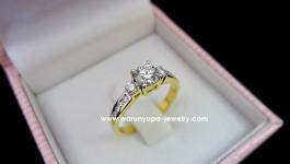 แหวนแต่งงานทรง trinity ring สำหรับเจ้าสาวแสนสวย ประดับด้วยเพชร 3 เม็ด ขนาดเพชร 30 ตัง 5 ตัง และ 2 ตัง ด้วยน้ำเพชร 98 เพชรขาวใส ไฟดีคะ น้ำหนักเพชรรวม 0.50 กะรัต ตัวเรือนขึ้นมือแน่นหนาคะ น้ำหนัก 3.4 กรัมคะ (ทอง 90 )ซึ่งแทนความหมายถึง อดีต […]