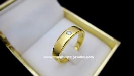 แหวนเพชรแต่งงานผู้ชาย แบบทรงคลาสสิก ใส่ได้หลายโอกาส เพชรเม็ดกลางขนาด 10 ตัง ด้านข้างขัดทรายดูทันสมัย ขนาด แหวน 55 คะ RDG1K9B77857
