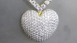 สร้อยคอเพชร พร้อมจี้เพชรรูปหัวใจทรง Mighty Heart เป็นงาน order ค่ะ ใหญ่ได้ใจมากค่ะขอบอก ^^ สร้อย ใช้เพชรน้ำหนักรวม 6.16 กะรัต ทอง 32 กรัม ทอง90 และหัวใจใช้เพชร 3.89 ct รวมสองชิ้น 540,000 บาท คะ