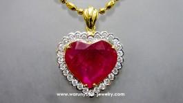 จี้ทับทิมรูปหัวใจทรง Juiciness Heart ใช้เพชรขาวน้ำ 97 จำนวน 28 เม็ด น้ำหนักเพชรรวม 0.86 กะรัต ตัวเรือนสวยงาม งานเรียบร้อยคะ น้ำหนักทอง 90 หนัก 8.4 กรัมคะ ทับทิมหัวใจหนัก 15.3 กะรัตคะ (สนใจสอบถามราคาได้จ้า)