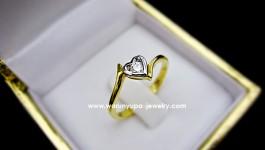 แหวนเพชรกระเปาะรูปหัวใจทรง RD046 เด๋วตามมาอัพสเปคให้นะคะ น้ำหนักเพชร 0.10 ct น้ำ 97 น้ำหนักทอง 2.7 กรัม (ทอง 90)