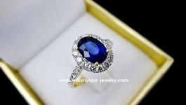 แหวนไพลินล้อมเพชรทรง Princeza ไพลินสีสวย (มีใบ certificate) ใส่ติดนิ้วได้ทุกโอกาส เหมาะกับการเป็นของขวัญให้กับตัวเอง และคนรักคะ ตัวแบบแหวน ดู เรียบแต่หรู เก๋แต่ไม่ล้าสมัย ด้วยการฝังแบบไมโคร (ฝังด้วยกล้อง ) งานจะเรียบร้อยและประณีตกว่าการฝังแบบเก่า ใช้เพชร ทั้งหมด 26 เม็ด น้ำหนักเพชรรวม 0.79 กะรัต ใช้เพชรน้ำขาวใส 97-98 ไฟดี ตัวเรือนเป็นทอง 90 น้ำหนัก 5.1 […]