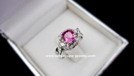 แหวน Pink Sapphire พร้อมใบ Certificate จากสถาบัญอัญมณี ตัวเรือนแฟชั่นประดับเพชร เป็นงานสั่งทำให้แฟนสาวของคุณมานพ เด๋วตามมาอัพสเปคให้จ้าา