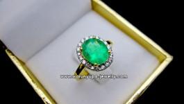แหวนมรกตประดับเพชรทรง WooWoo มรกตสีเขียวใส สว่างมากค่ะ ล้อมเพชรขาวไฟวิ้งๆ สำหรับใส่ติดนิ้วได้ทุกวันจ้าาา