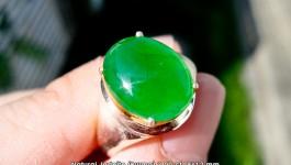 หยกพม่าเนื้อแก้ว น้ำหนัก 3.00 กะรัต เนื้อสวย สีดี ขนาด 9×12 มิล (ไม่ย้อมสีหรือ ปรุงแต่งให้เกิดความใสแก้วคะ ของจริงล้วนๆ ราคา 3x,xxx บาทคะ (พร้อมเซอร์ LAB)
