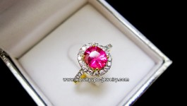 แหวนพิ้งทูมารีน (Pink Tourmarine) ประดับเพชรทรง Princeza ใช้ Pink Tourmarine สีท๊อป ชมพูหวาน ล้อมเพชรวิ้งๆ ใส่พอน่ารักคะ