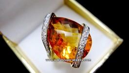 แหวน Citrine ทรง Dee Entwine รูปหยดน้ำ เม็ดโต ประดับเพชร ดีไซน์เก๋ๆ ไม่ซ้ำใคร Style Warunyupa Jewelry ค่ะ