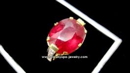 แหวนทับทิมประดับเพชรทรง Ruby Corona ทับทิมอัฟราเจีย สีแดงสด ประดับเพชรรอบๆแหวนด้านข้างและก้านแหวน ตัวเรือนออกแบบเป็นรูปมงกุฎ ทับทิมเจีย 9.72 กะรัต น้ำหนักเพชรรวม 0.69 กะรัต น้ำ 98 ทอง 6.4 กรัม