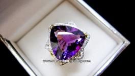 ++ ราคา 2x,xxx บาท ++ แหวนอเมทิสย์ (Amethyst) สีม่วงสวยปิ๊ง 7-8 กะรัต ผสมผสานกับแบบสวยๆเก๋ๆ ประดับเพชรน้ำ 98 วิ้งๆจ้า