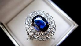แหวนไพลินซีลอน (Natural Sapphire) ล้อมเพชร 2 ชั้น น้ำ 98 VVS ฝังกล้องไมโคร งานละเอียดสุดๆค่ะ ตัวเรือน Handmade หนา แข็งแรงค่ะ ขอขอบคุณ พี่วรรณ พุทธมนฑล สาย 3 ค่ะ