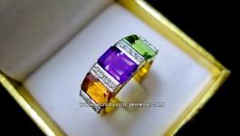 แหวนพลอยแท้ Colorful Me สีสันวันสบายๆ Made and Design by Warunyupa ค่ะ ตัวเรือนดีไซด์สมัยใหม่ พลอยแท้สีแจ่มๆ อเมทิสต์, ซิทริน, เพอริดอท กับเพชรวิ้งๆคะ ใช้เพชรขาวน้ำ 98 VVS น้ำหนักรวม 22 ตัง พลอยแท้ 3 สี คัดสีแจ่มๆ น้ำหนักรวม 3.30 กะรัต ตัวเรือนทองหนาแข็งแรง […]
