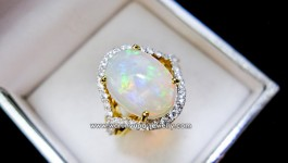 แหวนโอปอล (Natural Opal Color Play) ขนาดพอเหมาะ กับตัวเรือนดีไซน์งามๆ เพชรวิ้งๆยิ่งทำให้โอปอลงามขึ้นไปอีกคะ สามารถใส่ติดนิ้วได้ทุกวันจ้า รายละเอียดสินค้า น้ำหนักเพชรรวม 40 pcs = 0.62 กะรัต ตัวเรือนหนัก 6.8 กรัม โอปอลหนัก 4.xx กะรัต ขนาดแหวน 48-57 (58 ขึ้นไป เพิ่ม 800 บาท) 445