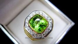 แหวน Peridot พม่า (แหวนชาย) ขึ้นทรง แปดเหลี่ยม หรูหราและเป็นมงคล พลอบเจียเหลี่ยมคุชชั่น ไฟมาเต็ม+สีเขียวหวานๆของ Peridot พม่า สวยจริงๆค่ะ ✨ รายละเอียด ✨ น้ำหนักเพชร 24 pcs = 0.72 ct vvs 98 น้ำหนักทอง 13.4 กรัม Peridot พม่าหนัก 3.5-4.5 กะรัต […]
