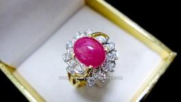 แหวนทับทิม Made and Design by Warunyupa ค่ะ แหวนทับทิมพม่าหลังเบี้ย (พลอยดิบ ปราศจากการปรุงแต่ง) สีชมพูแดง ประดับเพชร ตัวเรือนเป็นรูปกังหันสองชั้น เสริมความมงคล มาพร้อมกับความสวย หรูหราใน แบบฉบับของตัวคุณ ขนาดแหวนไม่เล็กไม่ใหญ่ ใส่ได้ทุกวัน ครบทุกองค์ประกอบเลยค่ะ ++ รายละเอียด ++ ทับทิมพม่าหลังเบี้ย (ไม่เผา) 2-3 กะรัต ตัวเรือนหนัก 6.4 กรัม […]