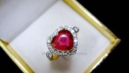 แหวนทับทิม Made and Design by Warunyupa ค่ะ แหวนทับทิมแท้รูปหัวใจ สีชมพูแดง ประดับเพชร น้ำขาว ไฟดีวิ้งๆ ล้อมรอบทับทิมหัวใจสีหวานๆ เพชรบ่าเม็ดโต เพิ่มความหรูหรา ตัวเรือนแข็งแรง แบบแหวนหวาน + สีหวานของพลอย ให้เป็นรางวัลแก่คนที่คุณรักสิค่ะ ++ รายละเอียด ++ ทับทิมแท้รูปหัวใจ = 2.8-3.4 กะรัต (มีใบ Cert) เพชร […]
